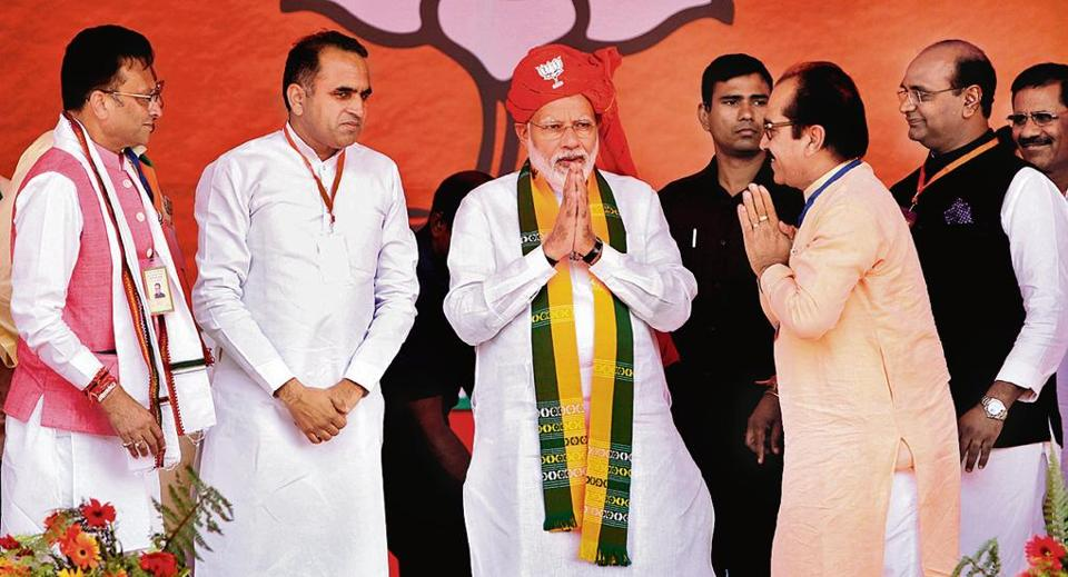 PM Narendra Modi at an election rally with BJP leaders in Ellenabad in Sirsa district.