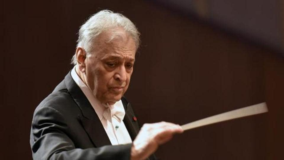 """The music maestro who underwent treatment for a cancerous tumour last year and walked with a cane, earned a long standing ovation from the packed house as he said """"goodbye to my family""""."""