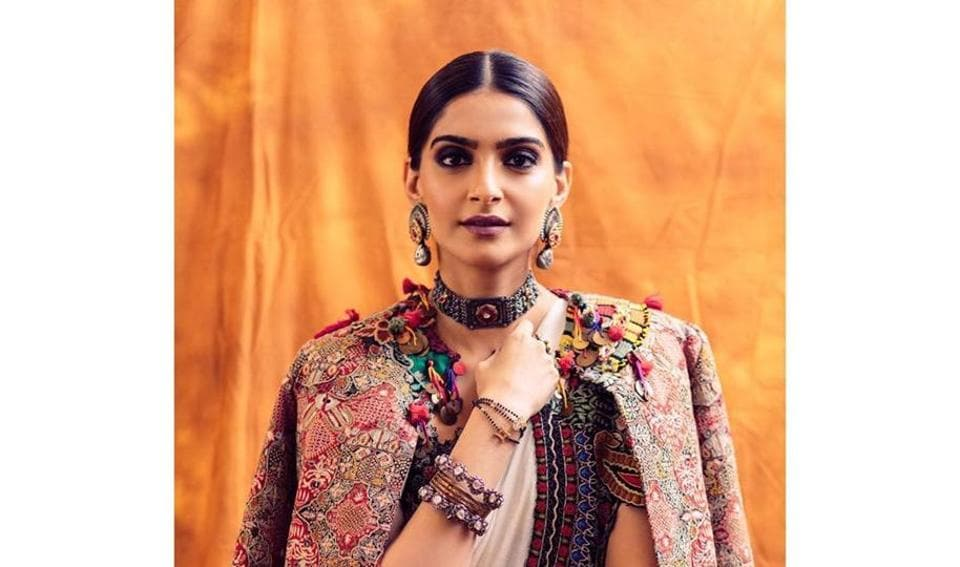 Sonam recently donned a beautiful white saree by her all-time favourite designer Anamika Khanna. The saree had unique thread embroidery on the scalloped borders, and Sonam wore a matching jacket over the saree. (Instagram)