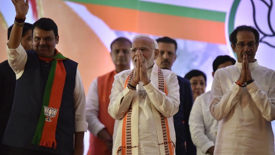 Prime minister Narendra Modi along with Maharashtra CM Devendra Fadnavis and Shiv Sena president Uddhav Thackrey