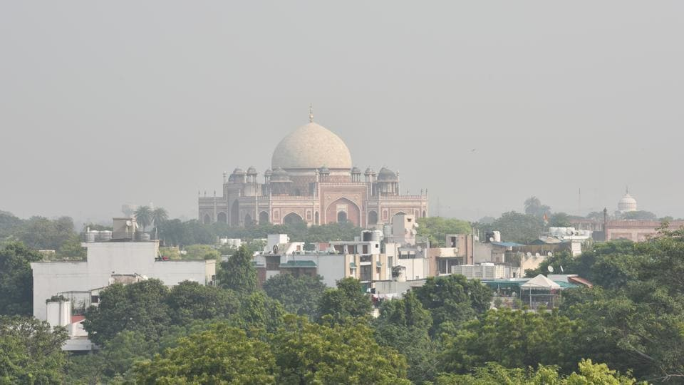 Heavy smog in the national capital with a view of Humayun's Tomb at Nizamuddin in New Delhi.