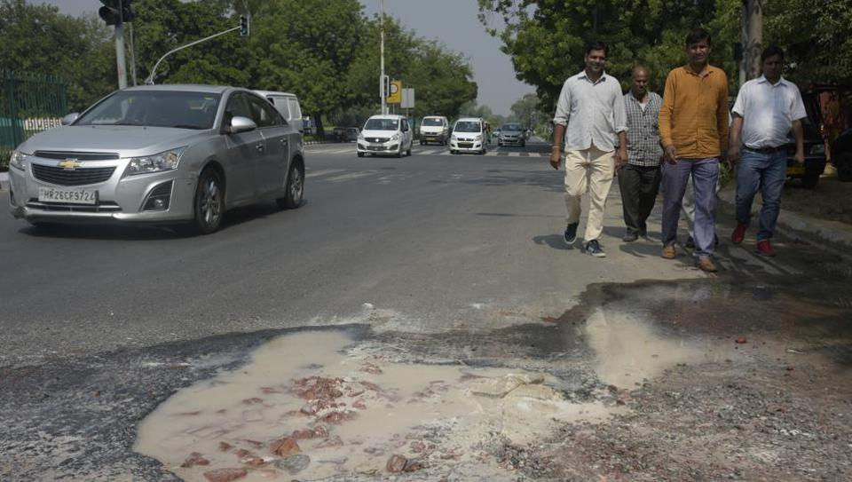 With 556 vehicles per one thousand people in Delhi, the wear and tear of roads is significant.