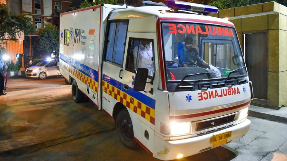 Doctors at the primary health centre advised Pooja Zunjar's family to shift her to the Hingoli civil hospital.  However, her panicked family members struggled to find an ambulance.