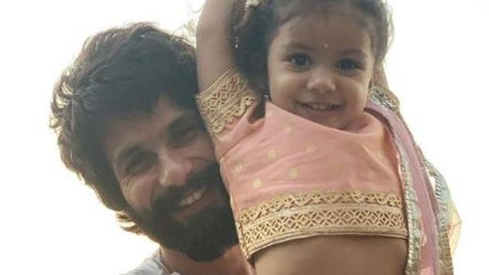 Shahid Kapoor plays with daughter Misha.