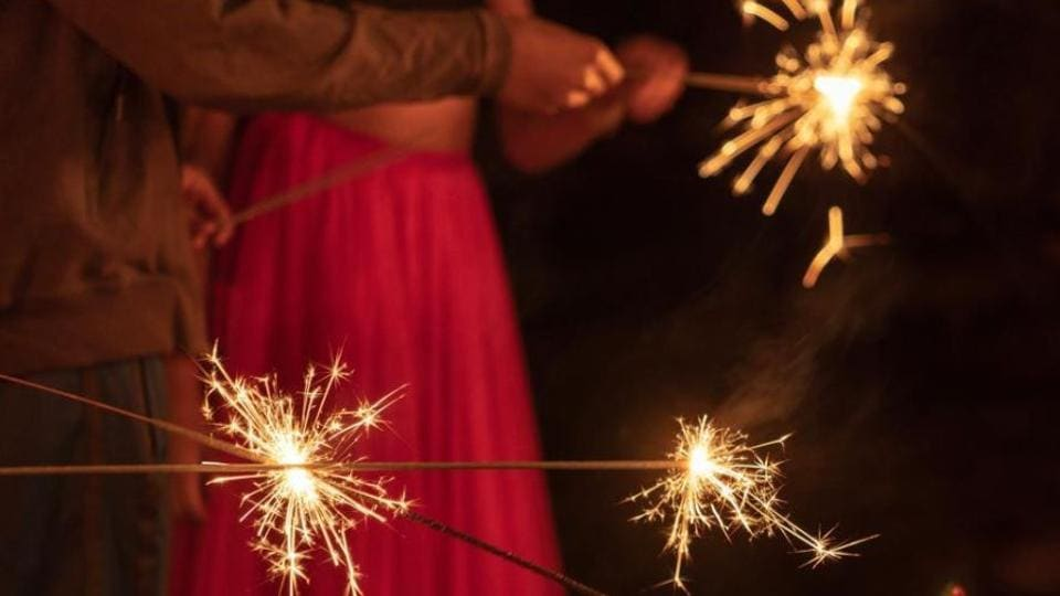 Deepavali 2019: Diwali is a festival of celebrations, and although it is difficult to think of having fun without bursting crackers, there's lots that can be done if we celebrate it in an eco-friendly way.