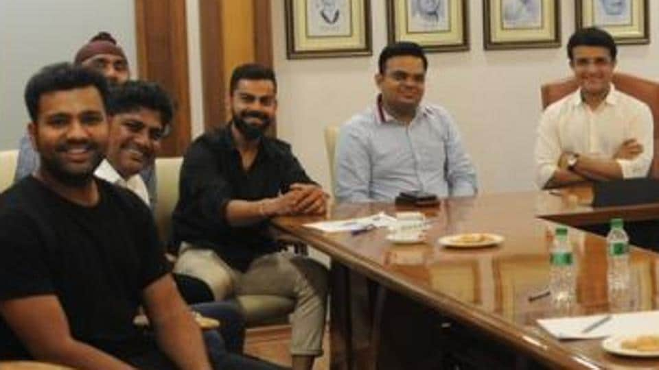 Sourav Ganguly and Jay Shah pose for a photo with Virat Kohli and Rohit Sharma (R-L).