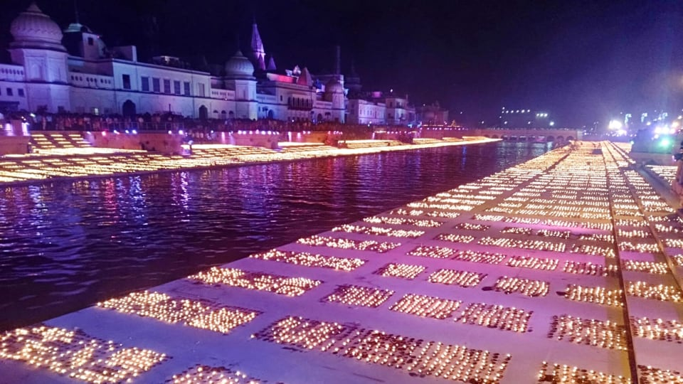 Thousands of people were seen at Ram Ki Paidi which was lit up in pink purple.