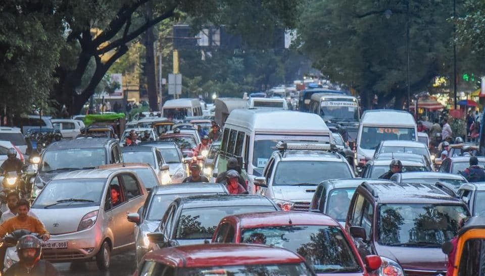 According to the residents, traffic is one of the biggest issues in Pune and the government must construct flyovers to decongest traffic. (In pic) Traffic jam at Jungli Maharaj road.