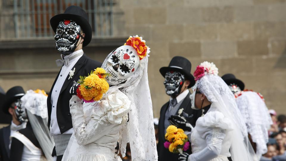 Mexico City: Performers in costume attend a Day of the Dead parade in Mexico City, Sunday, Oct. 27, 2019. The parade on Sunday marks the fourth consecutive year that the city has borrowed props from the opening scene of the James Bond film,