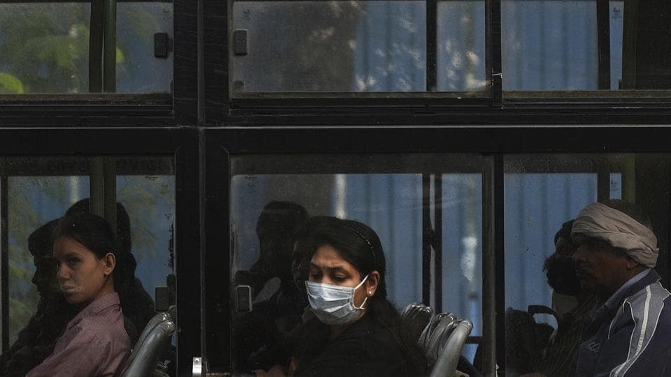 People wearing pollution masks to protect against air pollution as heavy smog descends on the national capital.