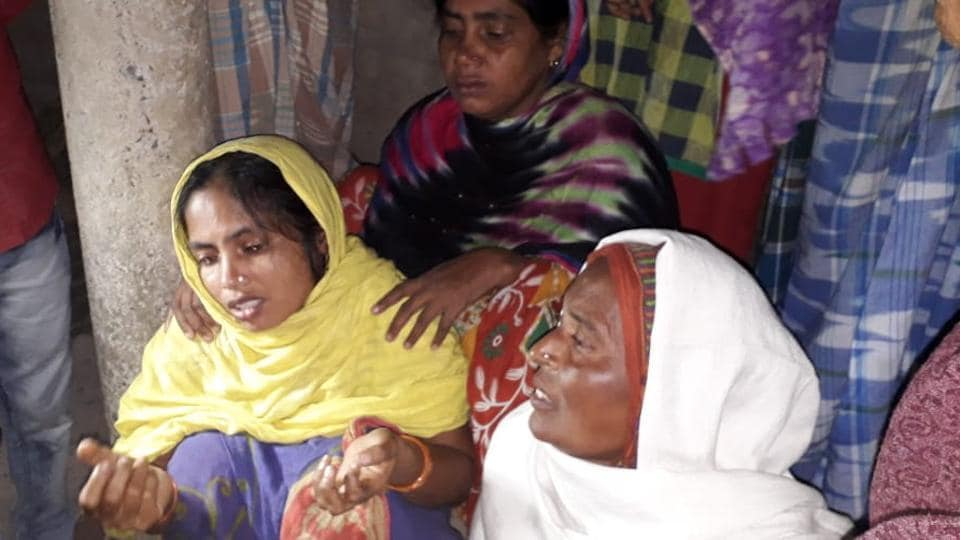 The picture shows wife of Murshalim Sheikh. Militants barged into Murshalim Sheikh's room in Kulgam's Katrasoo village in Kashmir, dragged him and four others out and shot them dead