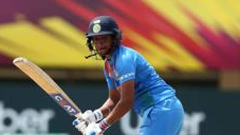 Harmanpreet Kaur takes one-handed stunner to deny Stafanie Taylor a century