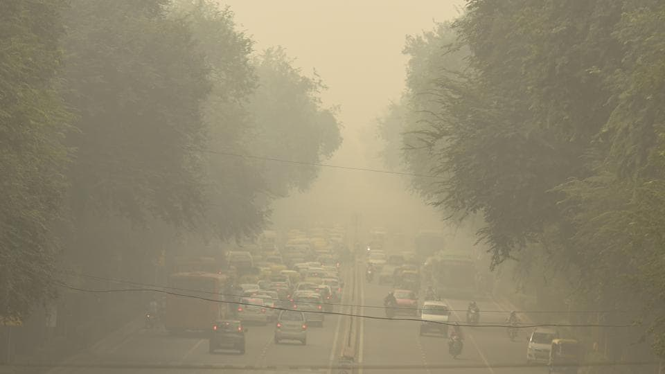 """People are advised to ensure they minimise personal exposure to the outside air as far as possible and do not exercise in the open till pollution levels are reduced. In particular, minimise exposure of children, aged and vulnerable,"" said an advisory issued by the Environment Pollution (Prevention and Control) Authority (Epca). (Amal KS / HT Photo)"
