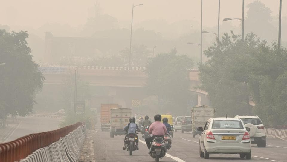 New Delhi banishes some cars in bid to curb hazardous air pollution