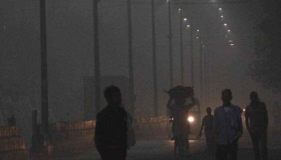 The principal secretary to the prime minister and the cabinet secretary will hold a high-level meeting Sunday evening to discuss the issue of deteriorating air pollution in Delhi-NCR