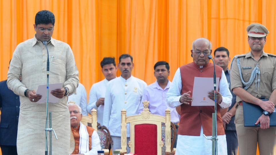JJP President Dushyant Chautala takes oath as the Deputy Chief Minister of Haryana, in the presence of Haryana Governor Satyadev Narayan Arya and second time Haryana Chief Minister Manohar Lal Khattar, at Raj Bhavan, in Chandigarh. (Keshav Singh / HT Photo)