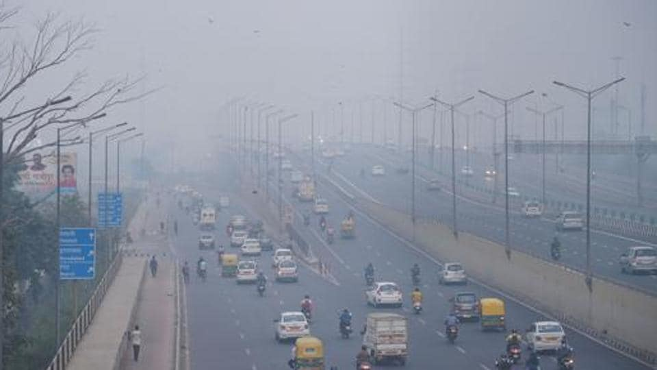 Vehicles ply amid an atmosphere shrouded in smog in New Delhi, becoming a serious health concern for the residents.