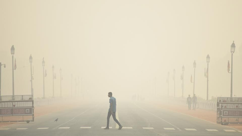 A man walks past India Gate engulfed with dense smog, at Rajpath, in New Delhi. Post Diwali celebrations and on-going crop burning in neighboring states, the air quality in the national capital has deteriorated severely.  (Biplov Bhuyan / HT Photo)