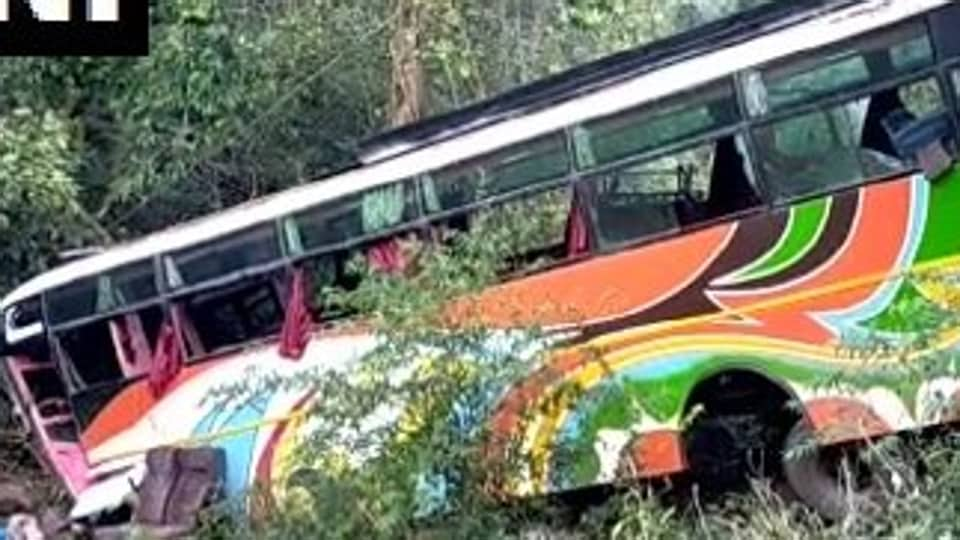 4 people were killed after a bus driver lost control of his vehicle on old Pune-Mumbai highway.
