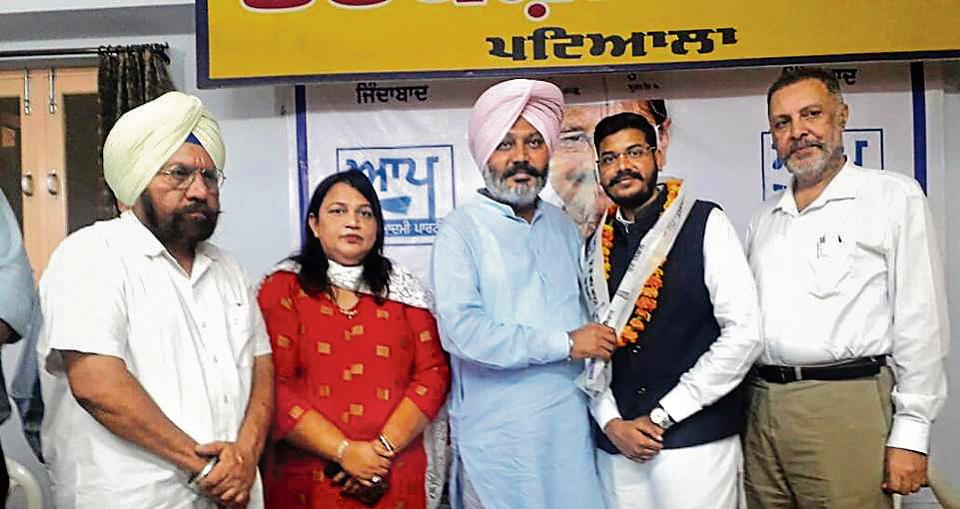 AAPleader Harpal Singh Cheema welcoming Harsmeep Singh Ghagga to the party in Patiala on Monday.