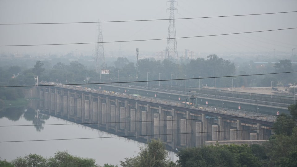 Thick smog seen at the ITObridge in New Delhi on the evening of November 4, 2019.