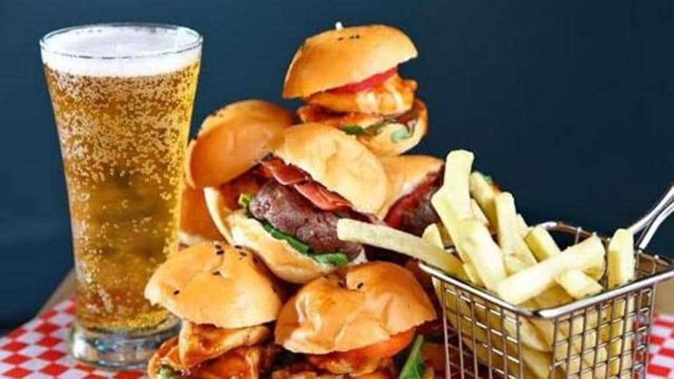 https://www.hindustantimes.com/rf/image_size_960x540/HT/p2/2019/11/05/Pictures/french-fries-junk-food-cold-drinks-burger_5d15ff56-ff47-11e9-9fed-3f31bafabe3c.jpg