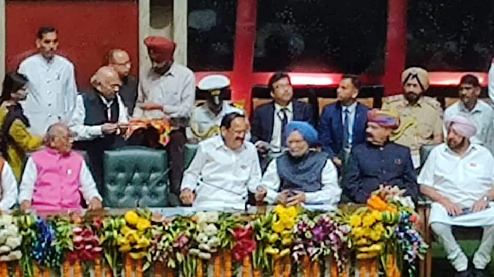 Vice President Venkaiah Naidu, former prime minister Manmohan Singh along with Punjab chief minister and other dignitaries at the special  session of Punjab Assembly, Chandigarh.  November 6, 2019.