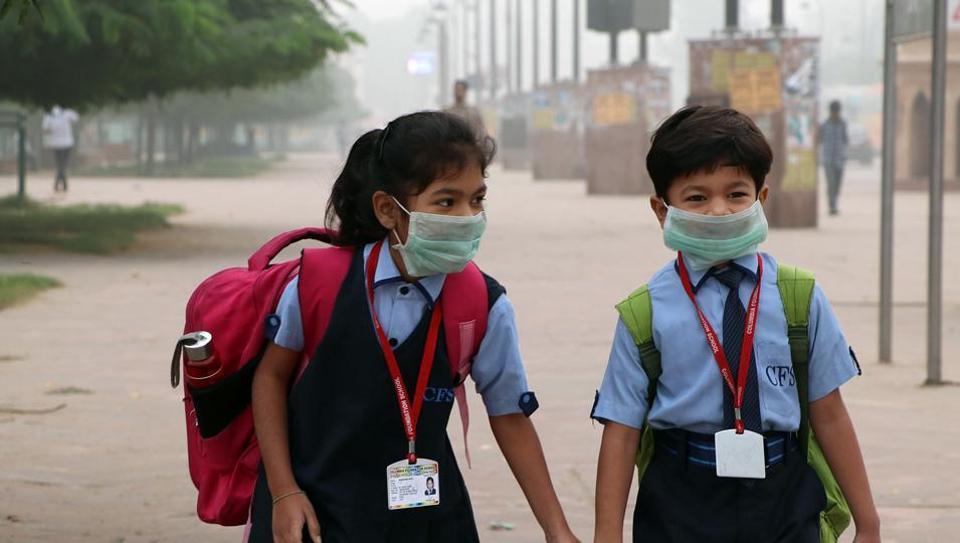 Wear Delhi Students Anti-pollution Masks Reopen Schools