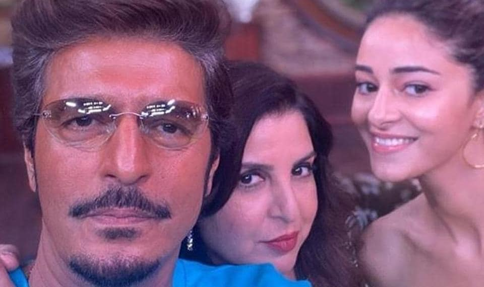 Chunky Pandey and Ananya Panday pose with Farah Khan on her show.