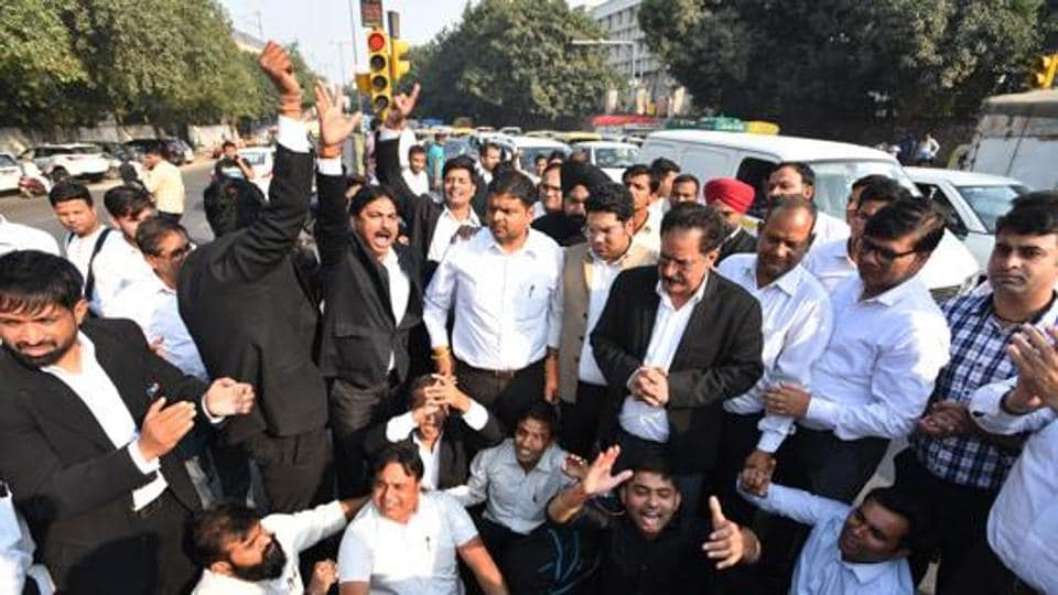 Lawyers blocked traffic outside the court premises and gathered in large numbers to demonstrate against the Delhi Police.