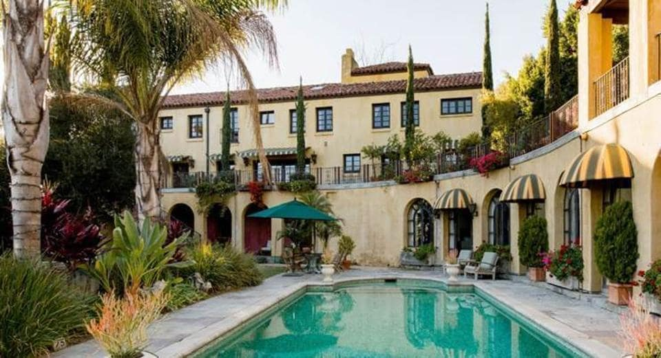 Take a page from the cast of La la Land, and immerse yourself in the glamourous LA Life with this spectacular hillside villa. Dip into the turquoise water of a Romanesque swimming pool surrounded by cypress trees and a view of Downtown LA. This retreat is filled with amenities from fireplaces to fountains along with manicured, sprawling lawns. (airbnb)