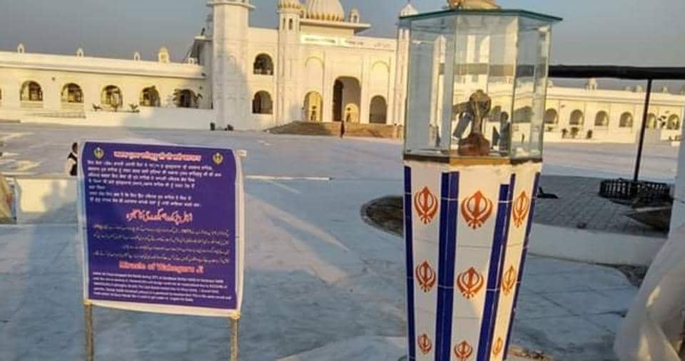 The bomb has been placed within a glass case placed atop a small pillar decorated with the 'khanda', a symbol representing the Sikh faith.