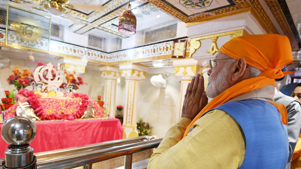 PMModi paid obeisance at Gurdwara Ber Sahib in Sultanpur Lodhi on the morning of November 9, 2019.
