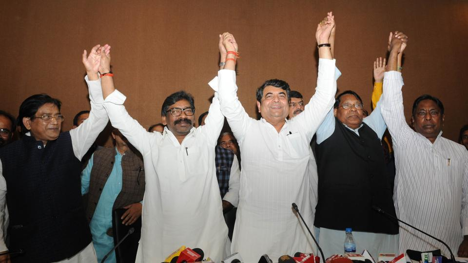 JMM working President Hemant Soren, AICC(I) Jharkhand Incharge RPN Singh, state Congress president Rameshwar Oraon and other leaders showing their unity after the seat sharing with both the parties in the assembly election during a press conference at Press club in Ranchi, India, on Friday, November 8, 2019.