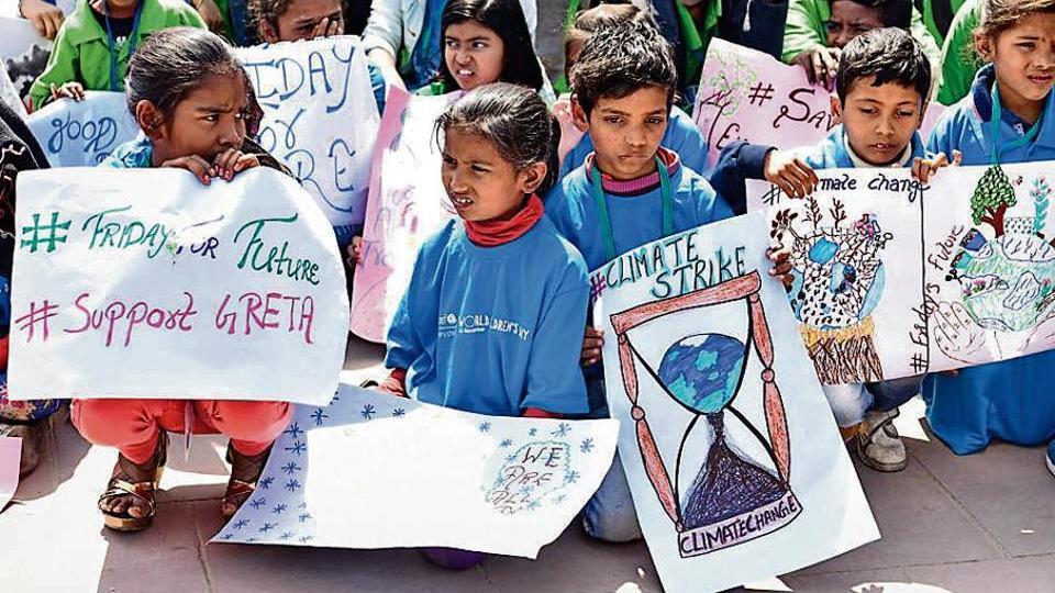Schoolchildren protest against climate change in New Delhi on March 15, 2019.