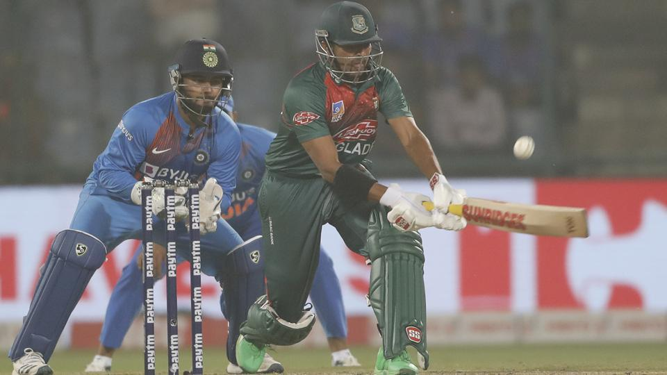 RishabhPant makes another howler in Ranchi in 3rd T20I.