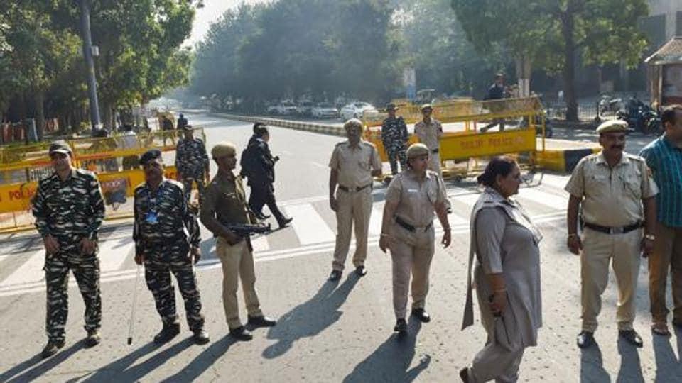 Delhi Police will now be installing digital billboards and screens at public spots in Delhi.
