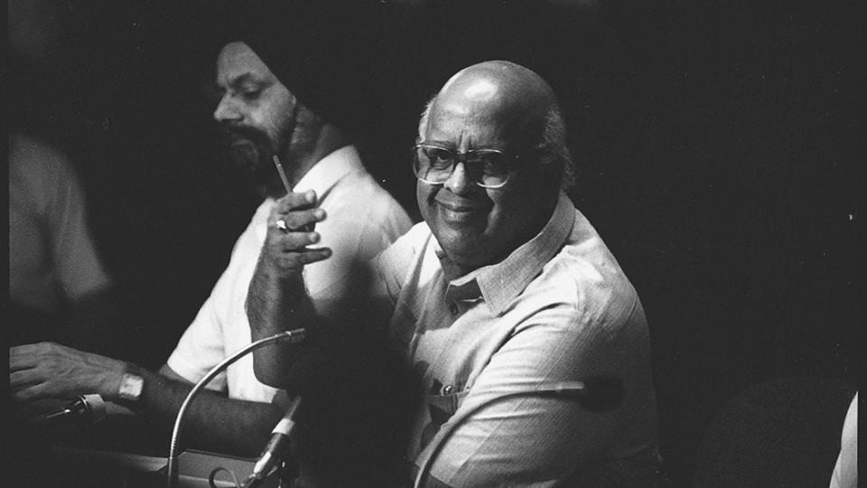 Chief Election Commissioner TN Seshan during a press conference on August 03, 1993. Seshan died on Sunday at his residence in Chennai after recently falling sick due to age-related ailments, family sources said. He was 86 years old. (Sanjay Sharma / HTArchive)