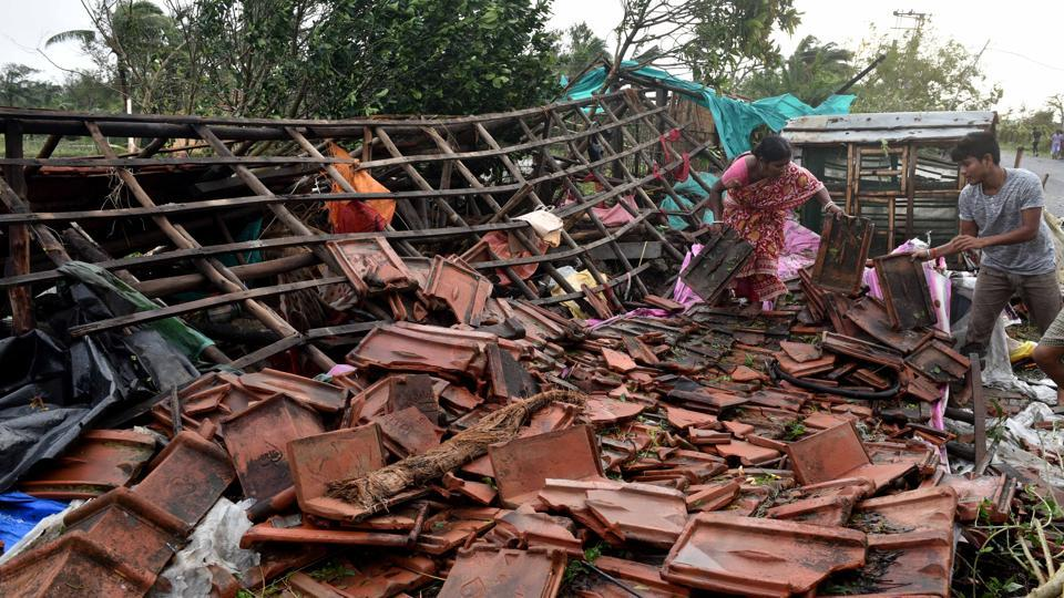 The cyclone affected four lakh people in the two states, the officials said. Prime Minister Narendra Modi called up West Bengal chief minister Mamata Banerjee, who spent the night at a special control room set up to monitor the cyclone, on Sunday morning and assured her assistance from the Centre. West Bengal chief secretary Rajiva Sinha held a video conference with cabinet secretary Rajiv Gauba to coordinate the relief work. (Samir Jana / HT Photo)
