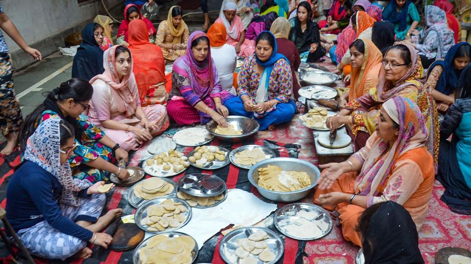 Woman prepare meals at a community kitchen in a Gurudwara on the occasion of 550th birth anniversary of Sikh Guru Nanak Dev in Mirzapur. The day is celebrated on the full moon day of the Kartik month as per the Hindu calendar. Hence, it is also known as Kartik Poornima (PTI)