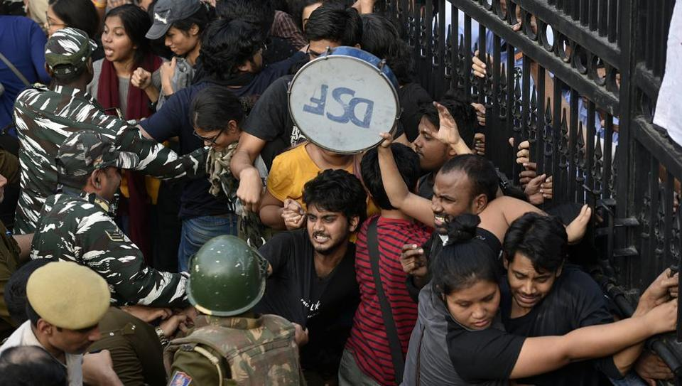 Students of JNU protesting against fee hike outside All India Council For Technical Education during JNU convocation, clash with police persionnel in New Delhi, India, on Monday.