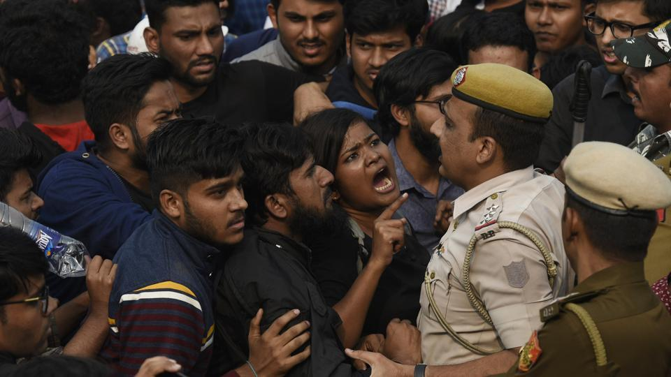 Students of JNU protesting against fee hike argue with police personnel outside All India Council For Technical Education during JNU convocation, in New Delhi, India, on Monday, November 11, 2019.