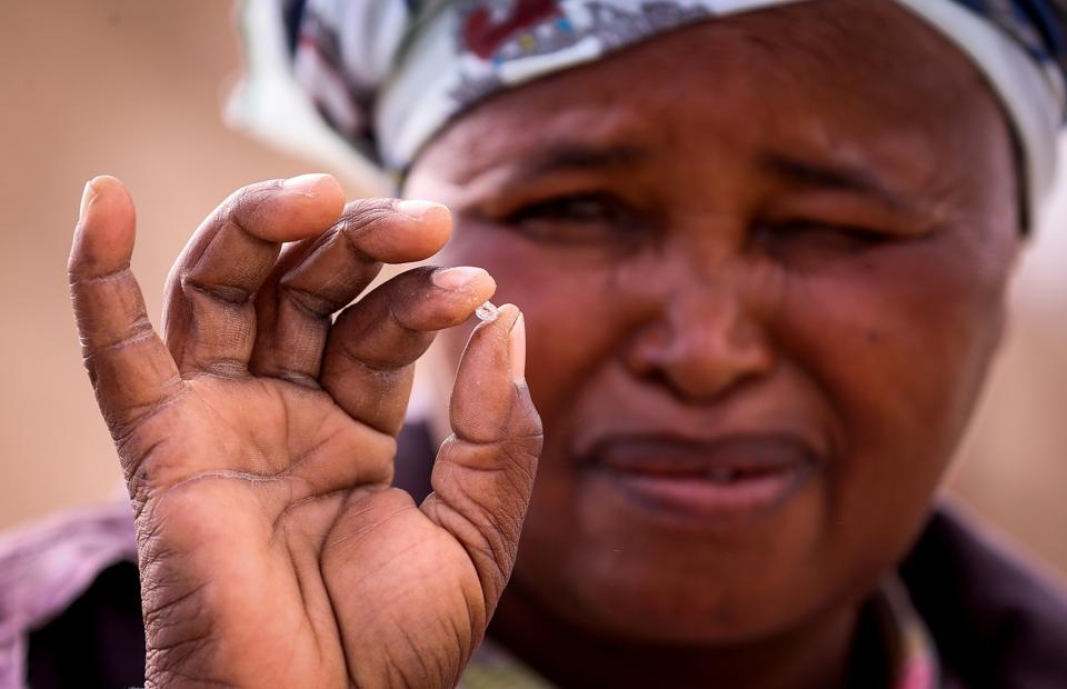 An artisanal miner holds an uncut diamond in her hand in Kimberley, South Africa. The first South African project to bring illegal miners into the formal fold has been plagued by violence in diamond capital Kimberley, dealing a major blow to national efforts to stem a booming illicit trade. (Sumaya Hisham / REUTERS)