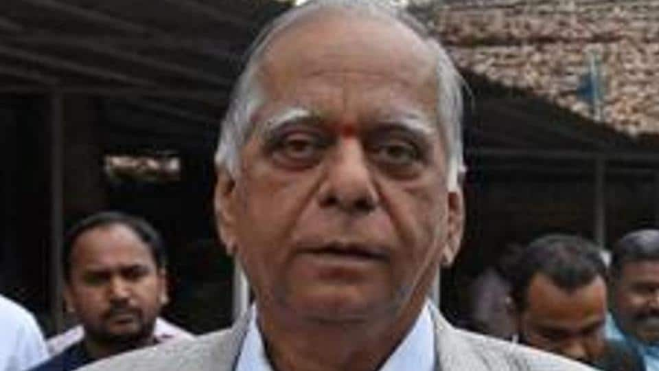 The Pune police are on the lookout for four relatives of prominent Pune builder DS Kulkarni in connection with the Rs. 2,043 crore fraud case filed by the Economic Offences Wing of Pune Police.