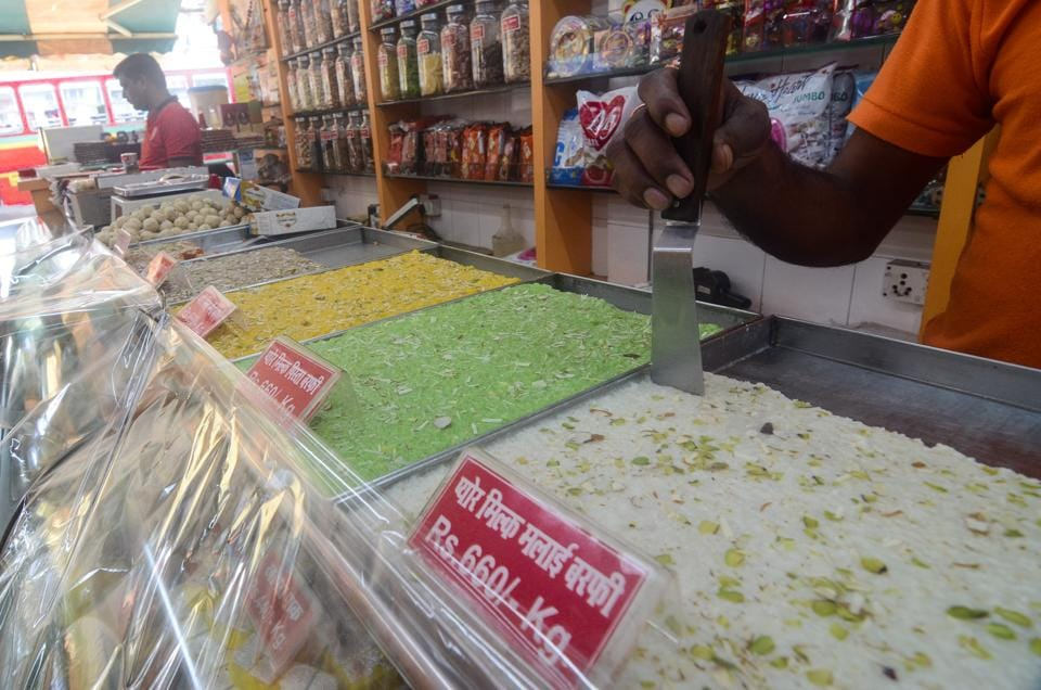 Ghaziabad food sellers association has accused city cops of enjoying free food and sweets.