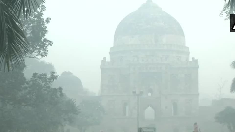 Smog engulfs Lodhi Gardens as Delhi's air quality continued to be in 'severe' category on the morning of November 15, 2019.