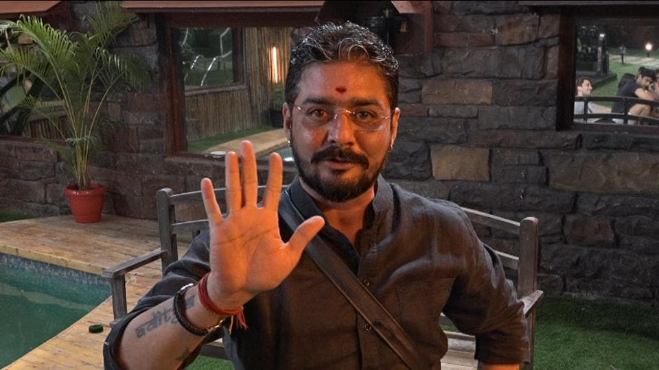 Hindustani Bhau called Mahira 'bade hothon ki chipkali'.