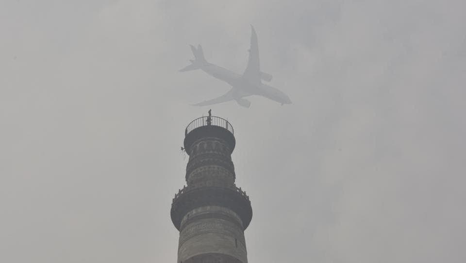 A view of the Qutub Minar engulfed in dense smog, in New Delhi. On 15th November, with an AQI of 458 -- it was the fourth consecutive day when air quality breached the 'severe' category in Delhi. (Sanjeev Verma/ HT Photo)