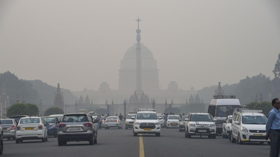 Vehicles ply amid a dense layer of smog at Rajpath in New Delhi.