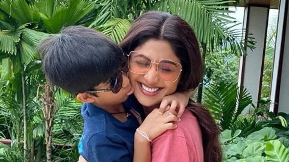 Shilpa Shetty remembers the time when there were no mobile phone.